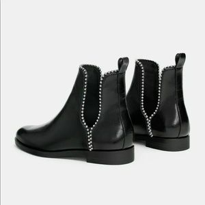 ZARA Black Flat Ankle Boots with Openings 7182/301